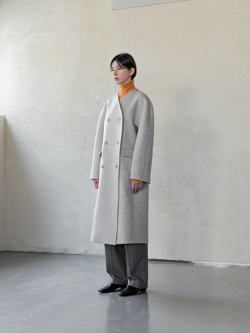 Collarless long coat (soft grey)