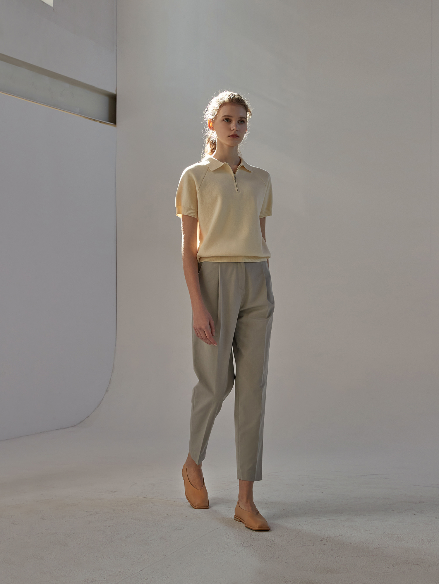 Tapered trousers (khaki)